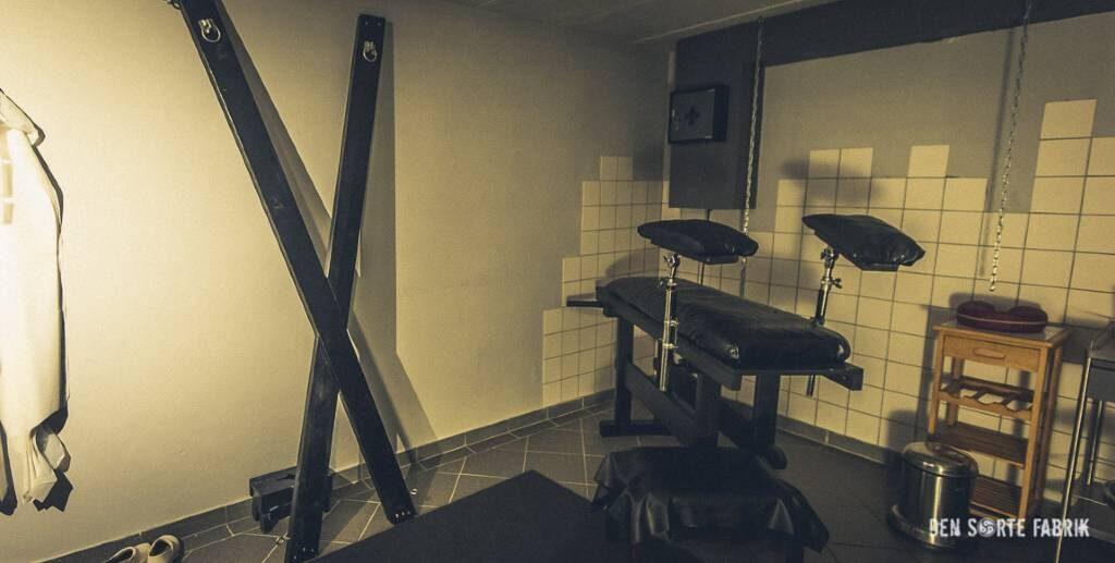 Klinikrummet med gynækologisk undersøgelsesleje GU i Den Sorte Fabrik